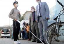 Photo of Görme engelli çocuklar akıllı bastonlarına kavuştu